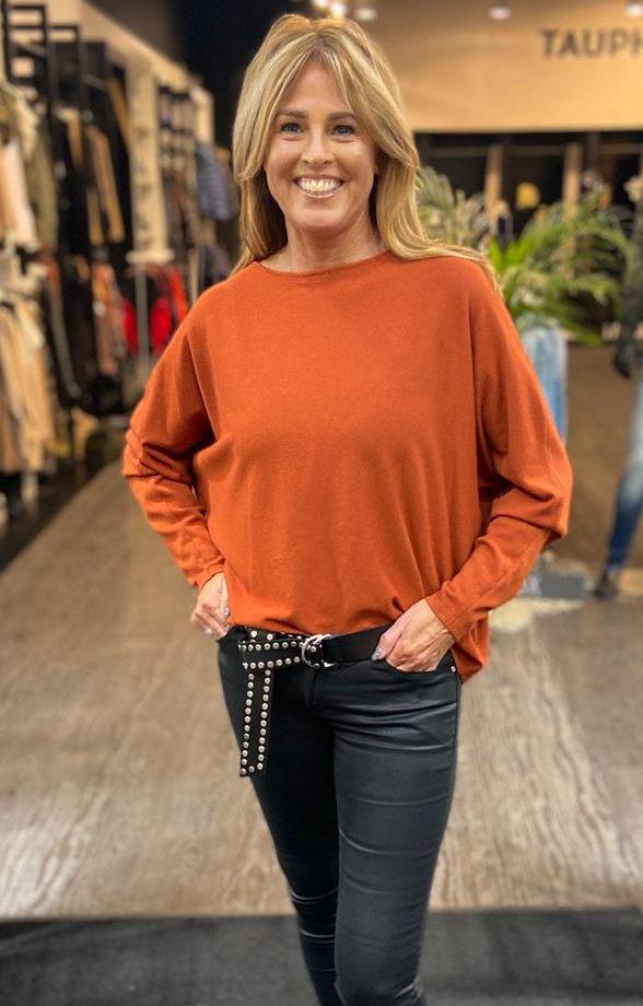 brick kleurige trui