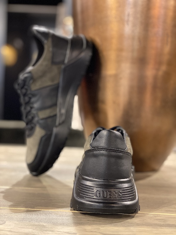 mannen sneakers guess